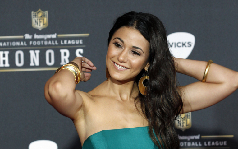 emmanuelle-chriqui-super-bowl-party-2016